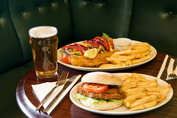 Good old Aussie Pub fare and hotel dining offers good hearty dining options