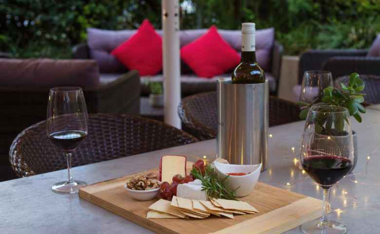 Enjoy a light snack and the atmosphere at the Royal Goondiwindi