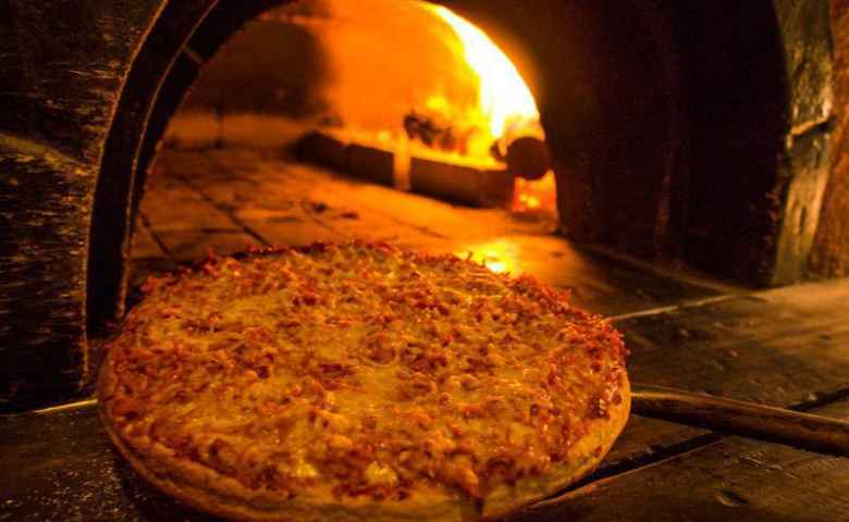 Sheffield's Bar, Restaurant and Woodfired Pizzas - Recreation Hotel